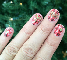 Plaid Christmas Nail Art