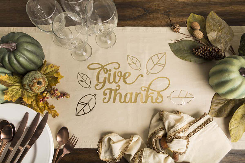 Make this lovely Thanksgiving table runner for your holiday meal