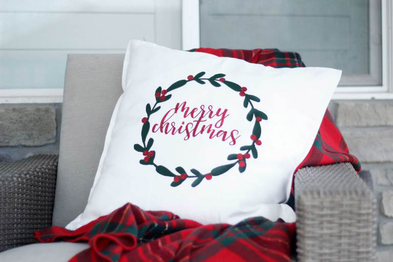 Make holiday pillows this year