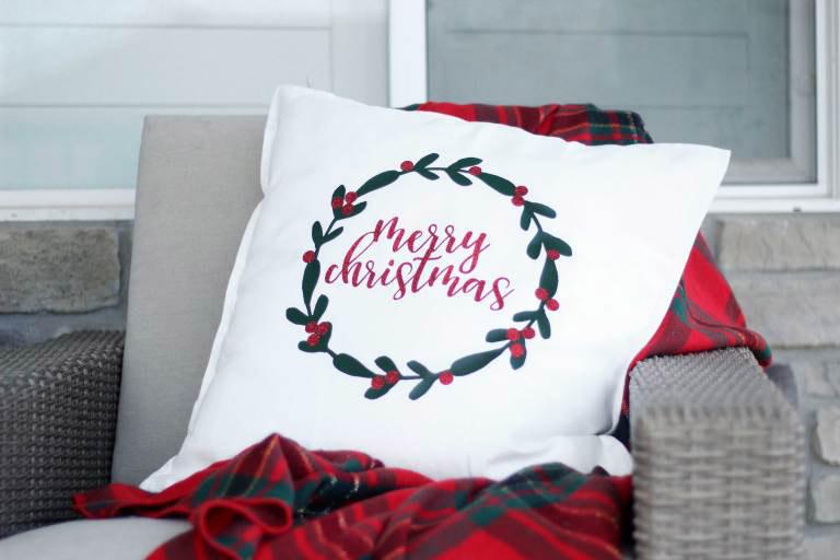 Make holiday pillows this year