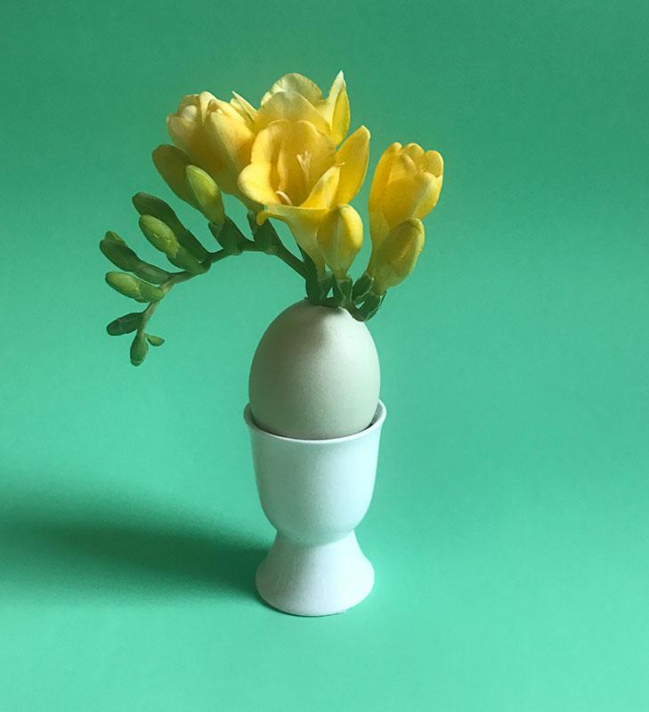 Egg bud vase