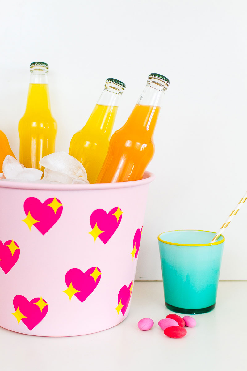 Make this adorable emoji ice bucket for your next outdoor party!