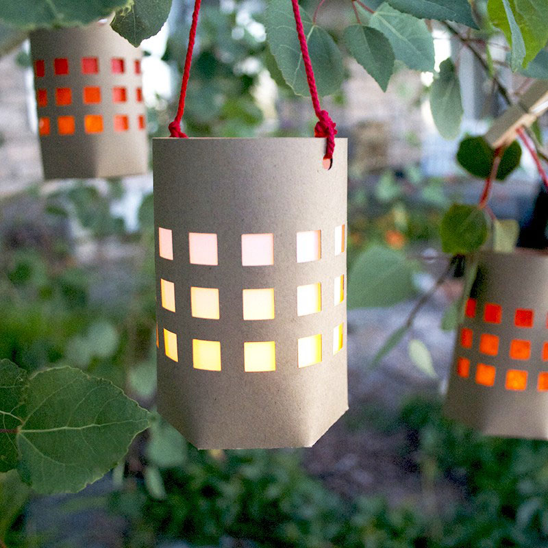 These cute lanterns can dress up a picnic no matter where you are