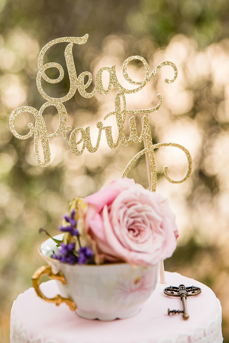 Swirly cake topper