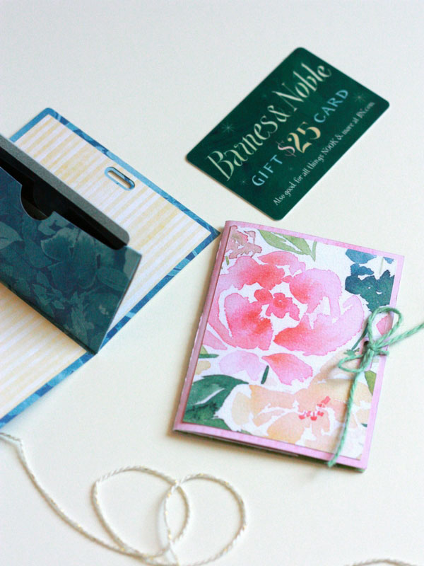 Make a gift card holder with your Cricut