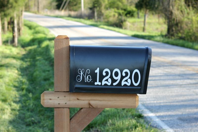 Customized mailbox using outdoor vinyl